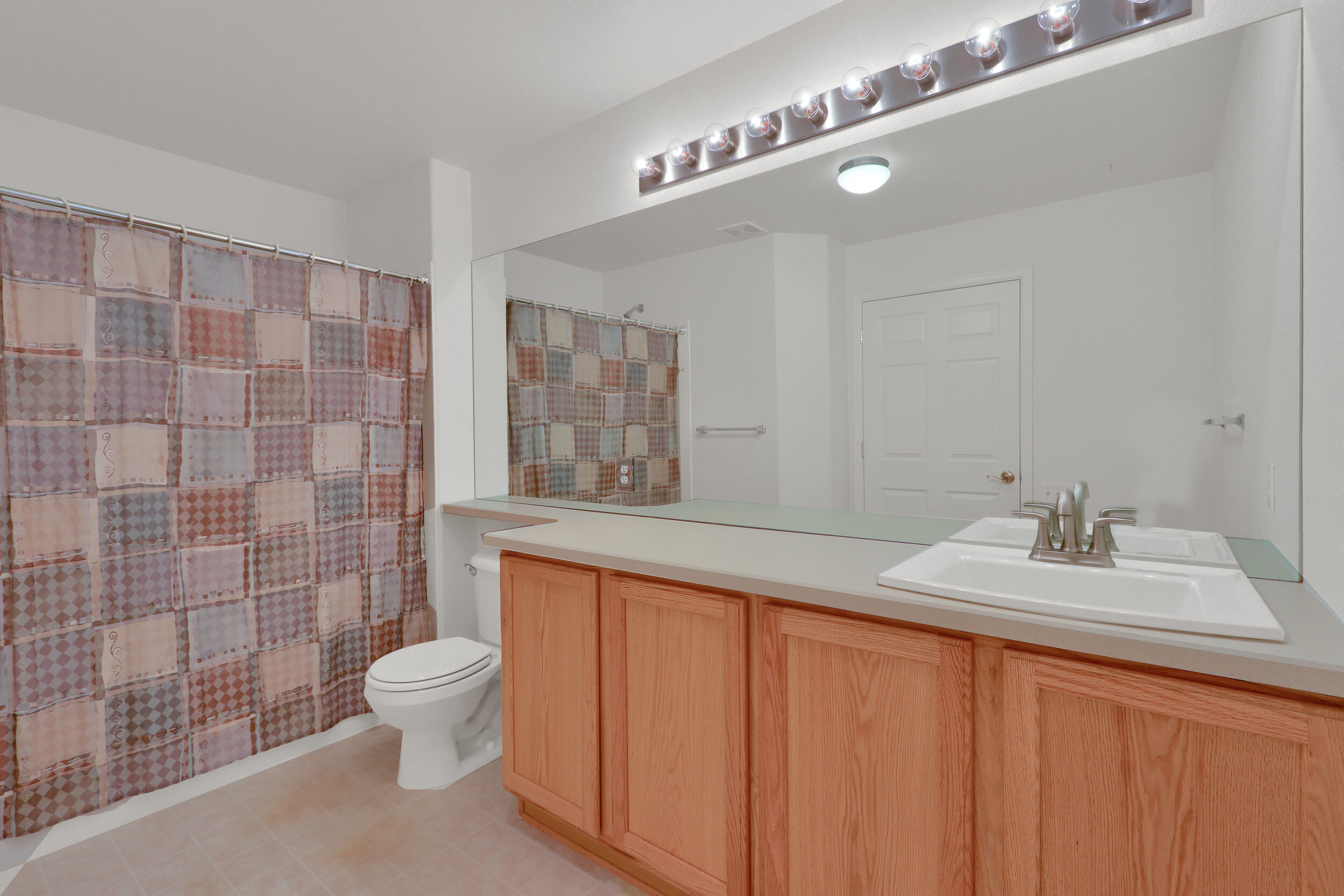16881 W 63rd Place Arvada CO-print-023-026-Bathroom-4200x2800-300dpi.jpg