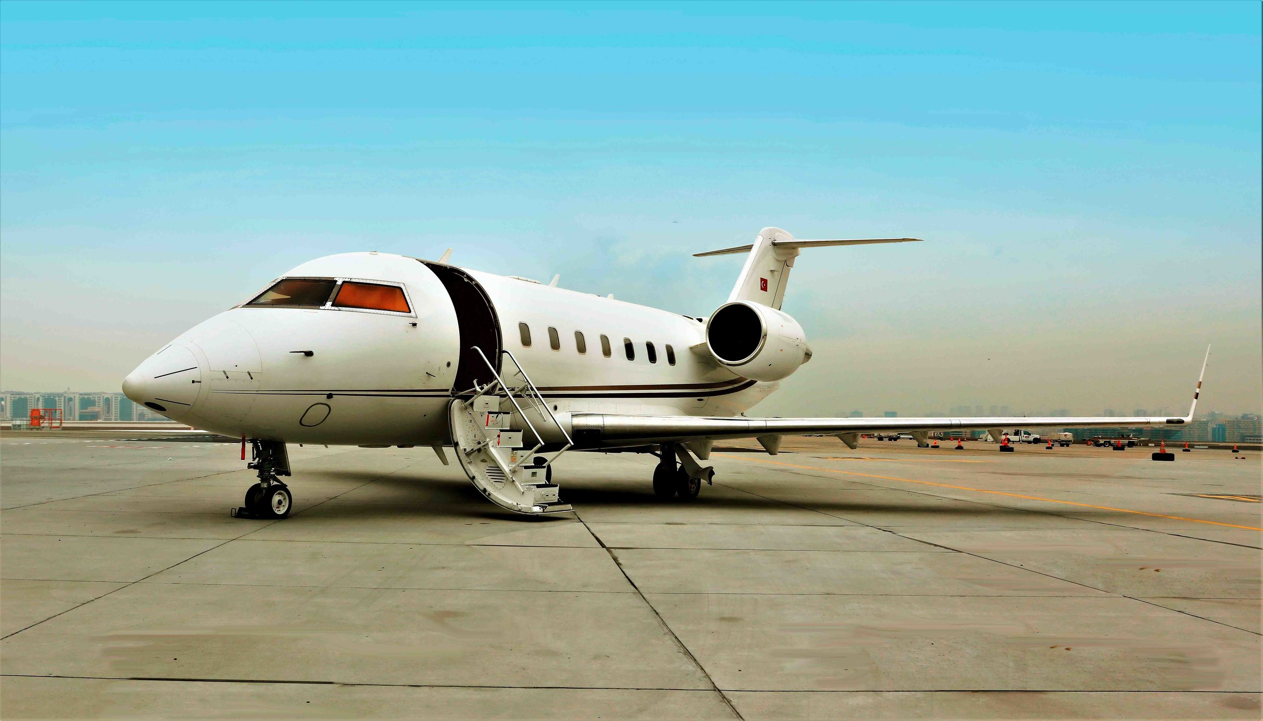 2005 Challenger 604 For Sale Exterior 3