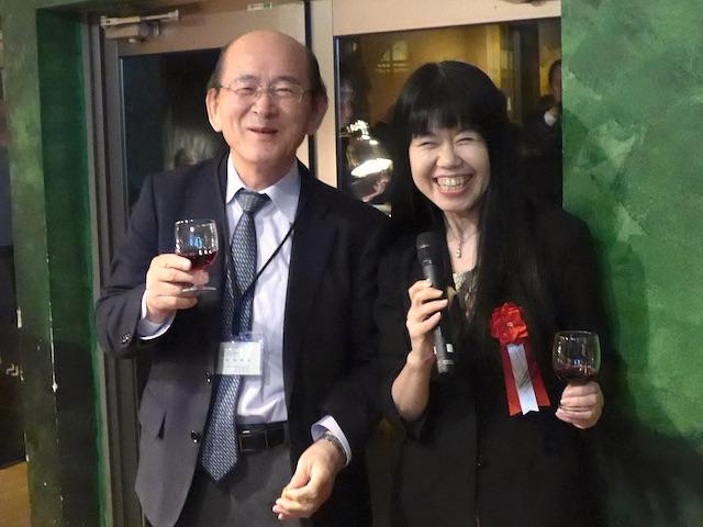 懇親会でのご講演者辻先生(向かって右)と松島理事長とワイン