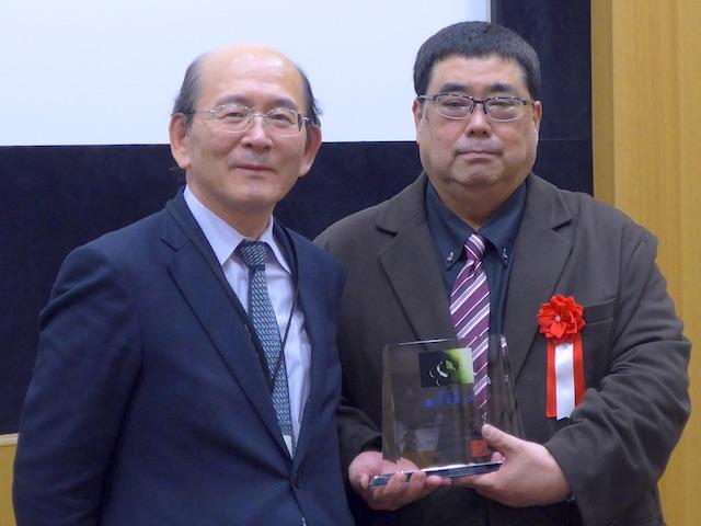 第3回JBDA創薬大賞授与式(右が受賞者上田先生)