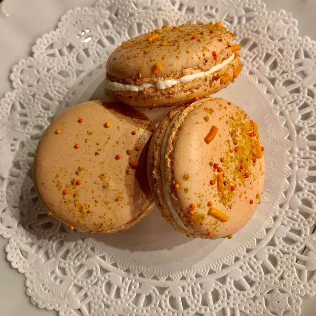 Peaches & Cream. In time for Mother's Day! #mothersday #downtownevansville #riverkittycatcafe #bestmacarinsintown @juliesmacarons #17flavors 😻🐾🐈