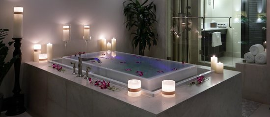 the-seagate-spa-tub.jpg