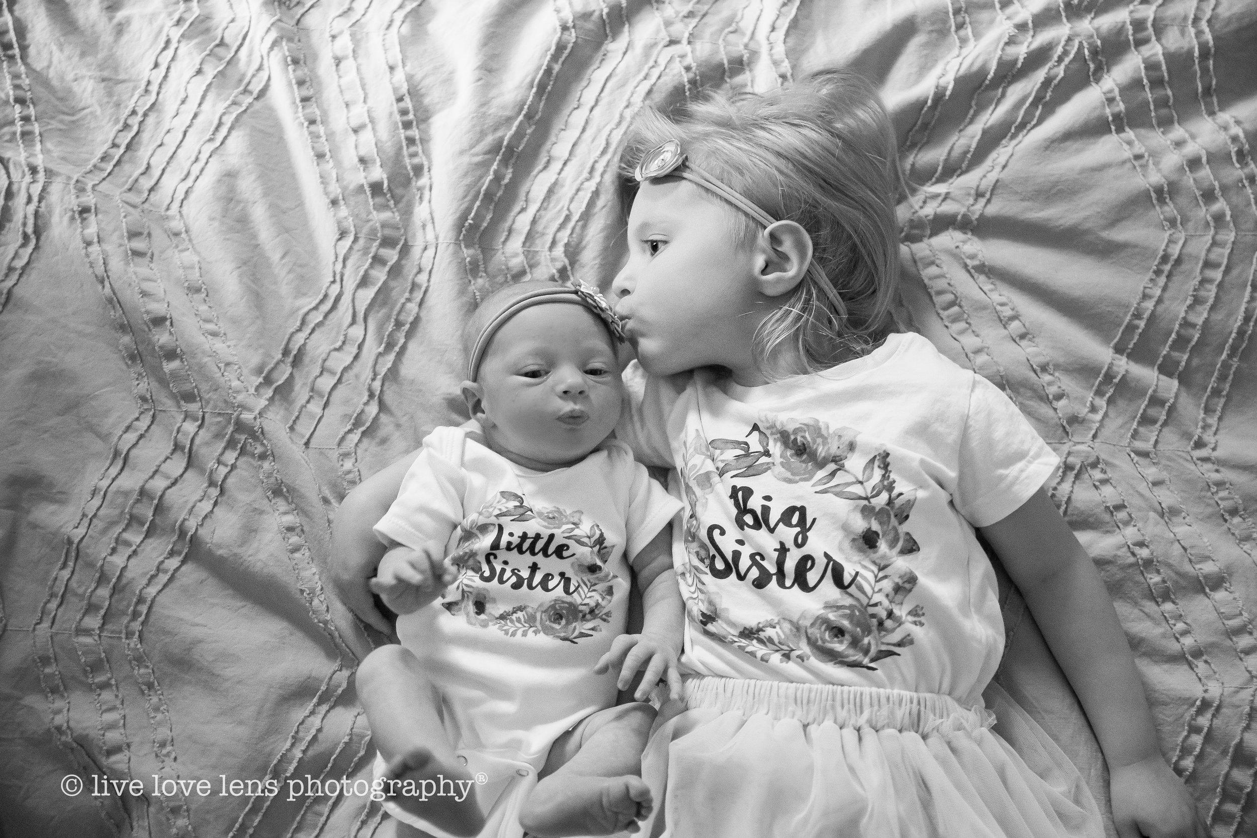 Tragash newborn b+w (1 of 1)-5.jpg