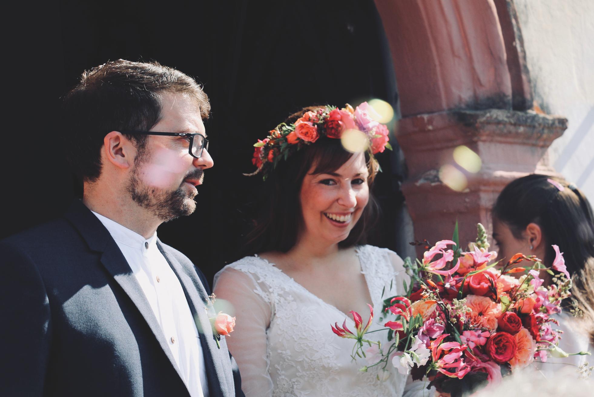 Blumenschmuck für die Braut - Brautsträuße: ab 65,00 EURHaarkranz ab: 55,00 EURHaarreif mit Blumen: ab 45,00 EUR