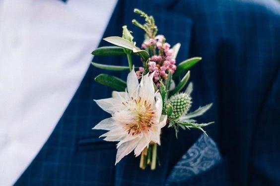 Blumen für den Bräutigam - Blumenanstecker: ab 12,50 EUR