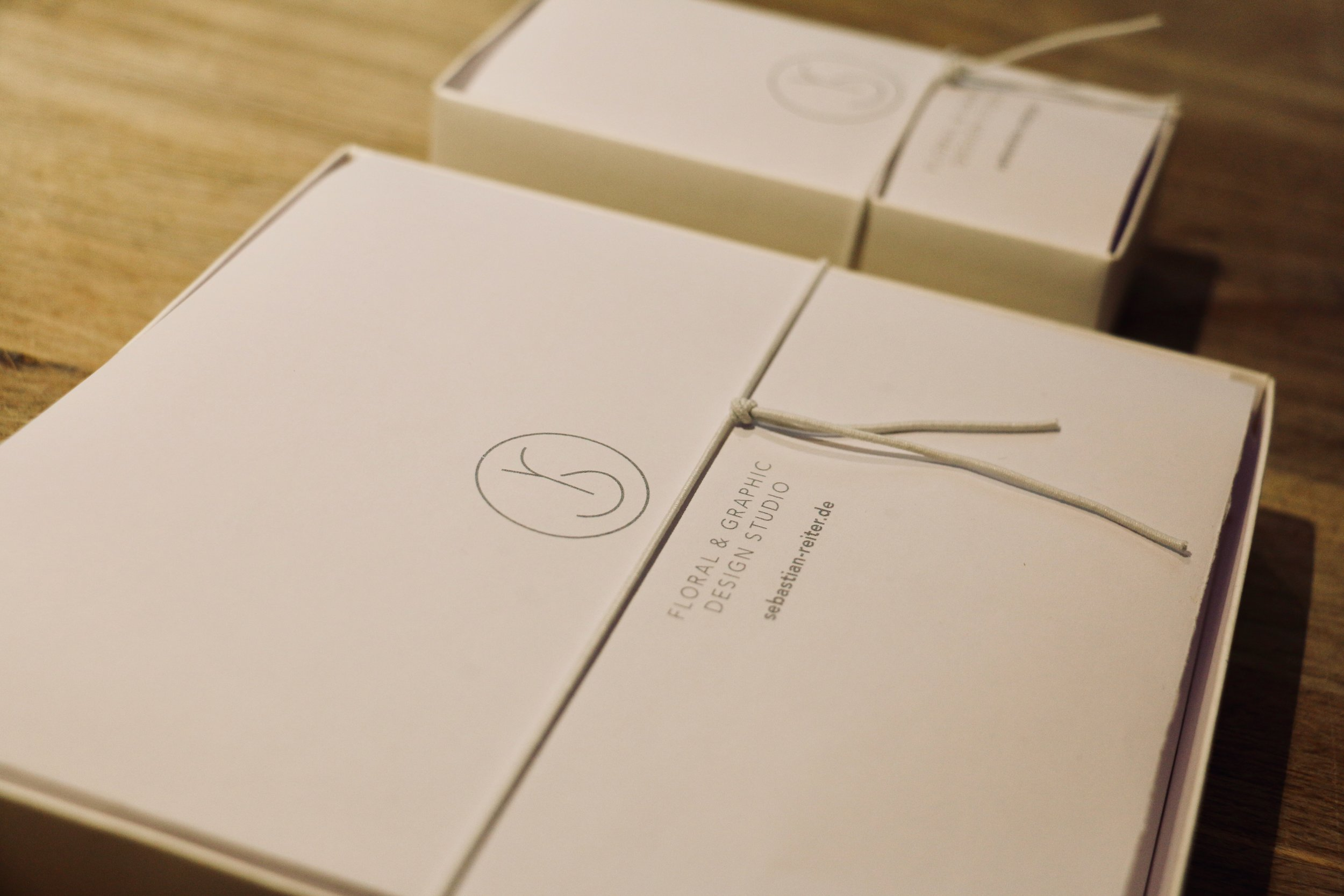 Schenken bereitet Freude - Gerne verpacken wir Euch Euren Einkauf als Geschenk.