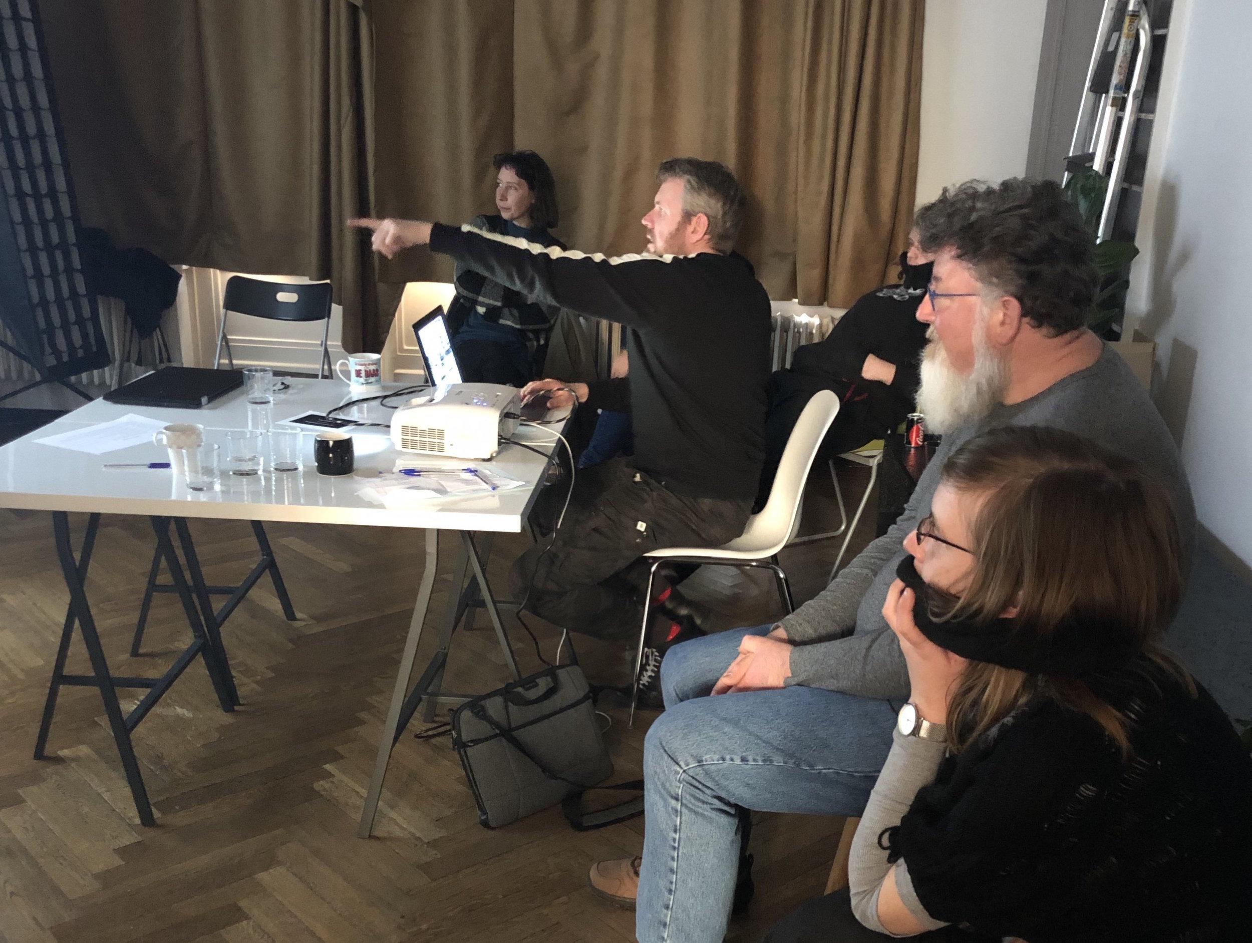 Stedelijke Ruimte- Franky Verdickt - Hoe verandert het stedelijke landschap? welke economische en politieke belangen zitten in de vorming van de publieke ruimte? En hoe publiek is de publieke ruimte nog? Wordt ze meer en meer ingepalmd door bouwpromotoren die hun eigen plannen opdringen? In deze workshop (be)zoek je plekken in het Gentse en kijk je met een kritische documentaire fotografische blik op stadsuitbreiding en -ontwikkeling.