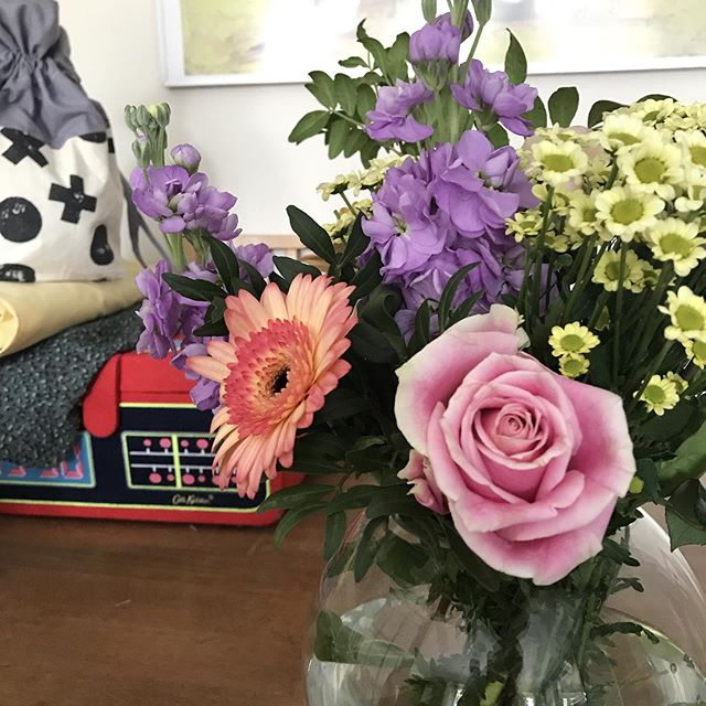 Beautiful summery flowers to brighten up a cloudy day. Obligatory sewing and knitting projects in the background of course... #sewing #knitting #knittersofinstagram #flowerstagram