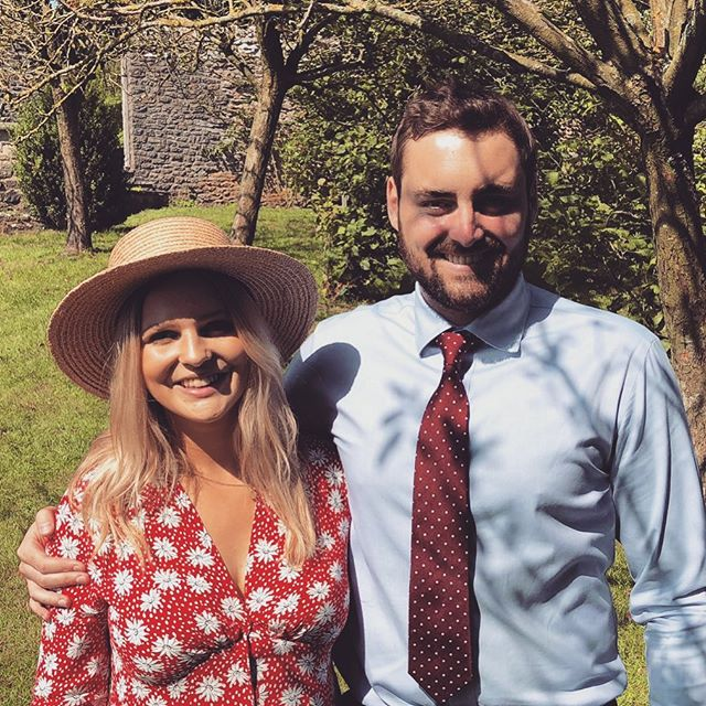 Lovely bank holiday weekend spent with family and friends at a beautiful wedding. We were all very lucky with the weather - as you can tell by my shiny nose... 👰 🎩