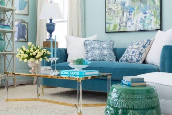 A blue & white living room with flair,  elledecor