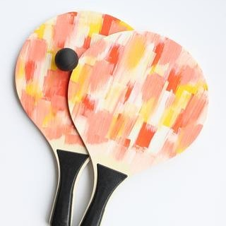 Think we're going to need this watercolor paddle ball set from @sucreshop for our #laceandblooms summer barbecues 😍 #obsessed #summertime #backyardgames