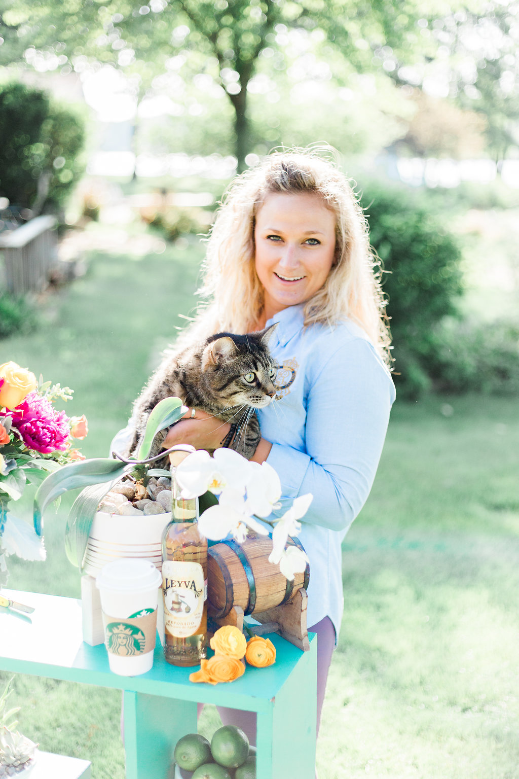 Who doesn't include their kittie in their floral shoot.  Photographer:  Cynthia Boyle