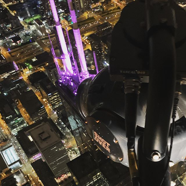 Getting a good #overhead view at the #searstower In #chicago with @eliterotorcraft and our @shotovercamera #shotoverf1 @reddigitalcinema @angenieuxlenses @meekeraviation #overthetop #nightshoot