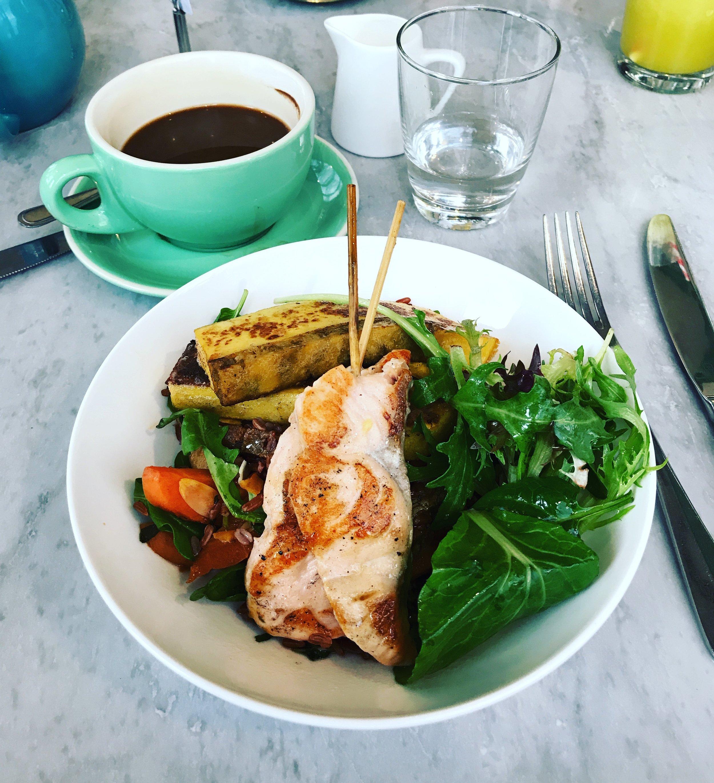 lola-cafe-salmon-pod