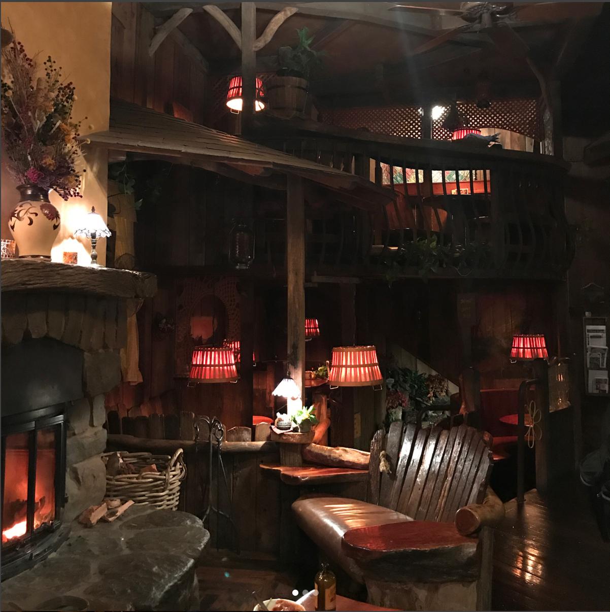 Treehouse-like interior  @sipsandnibs
