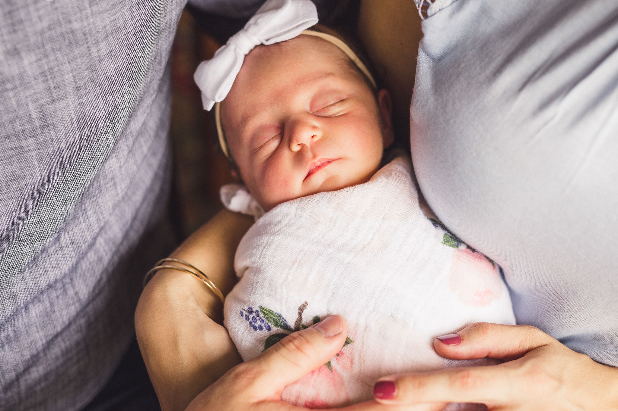 sleeping newborn eyes closed held by mom and dad in home newborn photos nashville tennessee family photographer photography thomas wywrot tn