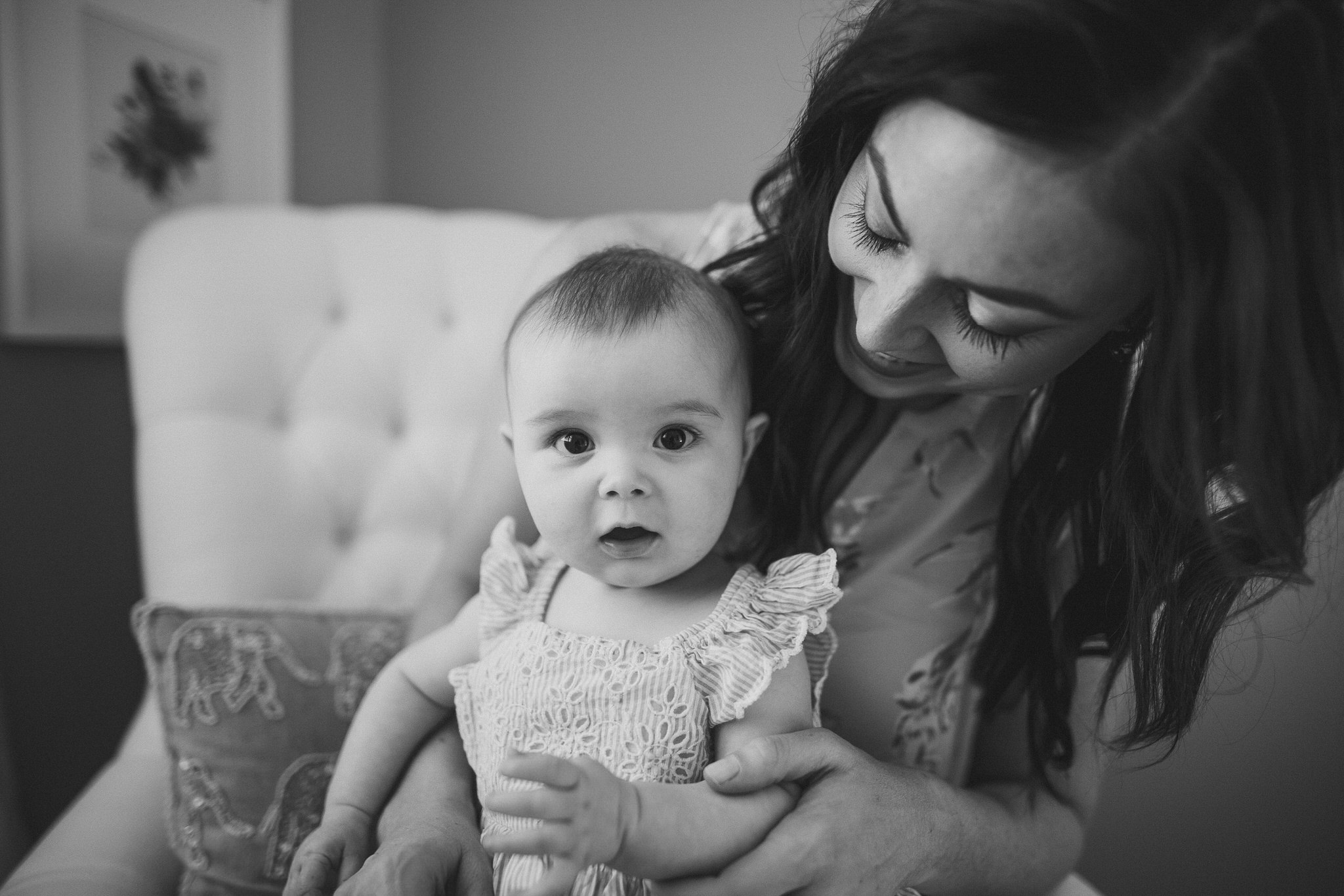 thomas wywrot photography nashville family photographer tennessee tn pictures photos newborn baby infant brentwood franklin black and white mother daughter indoor in home