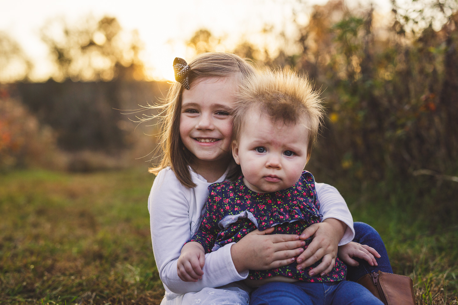 thomas wywrot photography nashville family photographer tennessee tn pictures photos newborn baby infant brentwood franklin sisters hugging sunset field outdoor fall