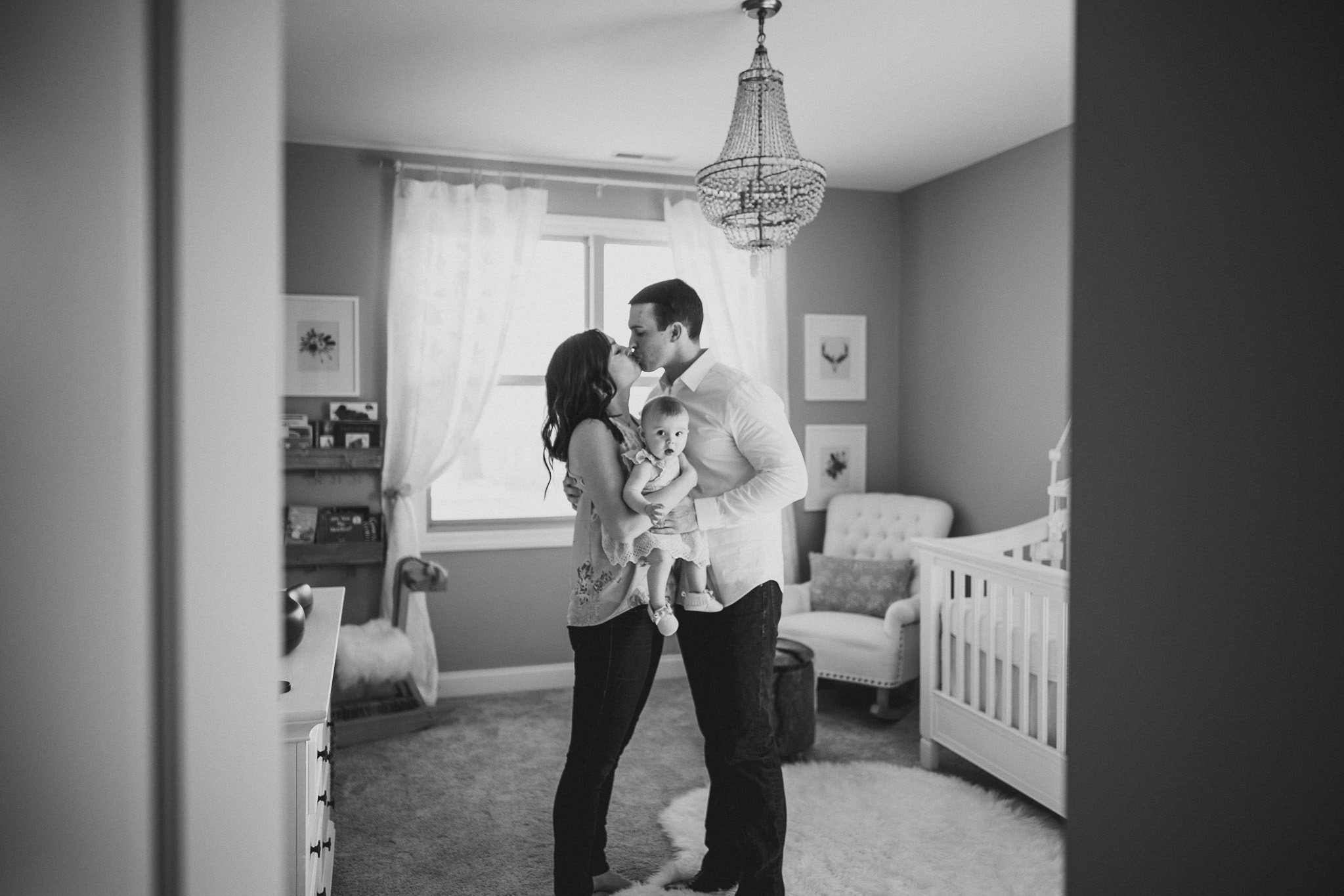 thomas wywrot photography nashville family photographer tennessee tn pictures photos newborn baby infant brentwood franklin candid lifestyle holding kissing mom dad indoor in home