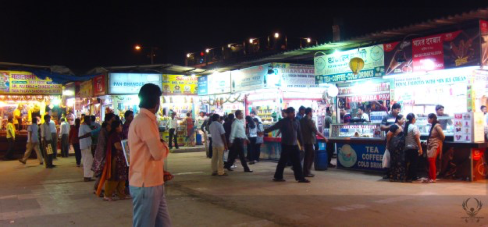 The food stalls at Chowpatty Beach are plentiful and carry some of the best street food in Mumbai.