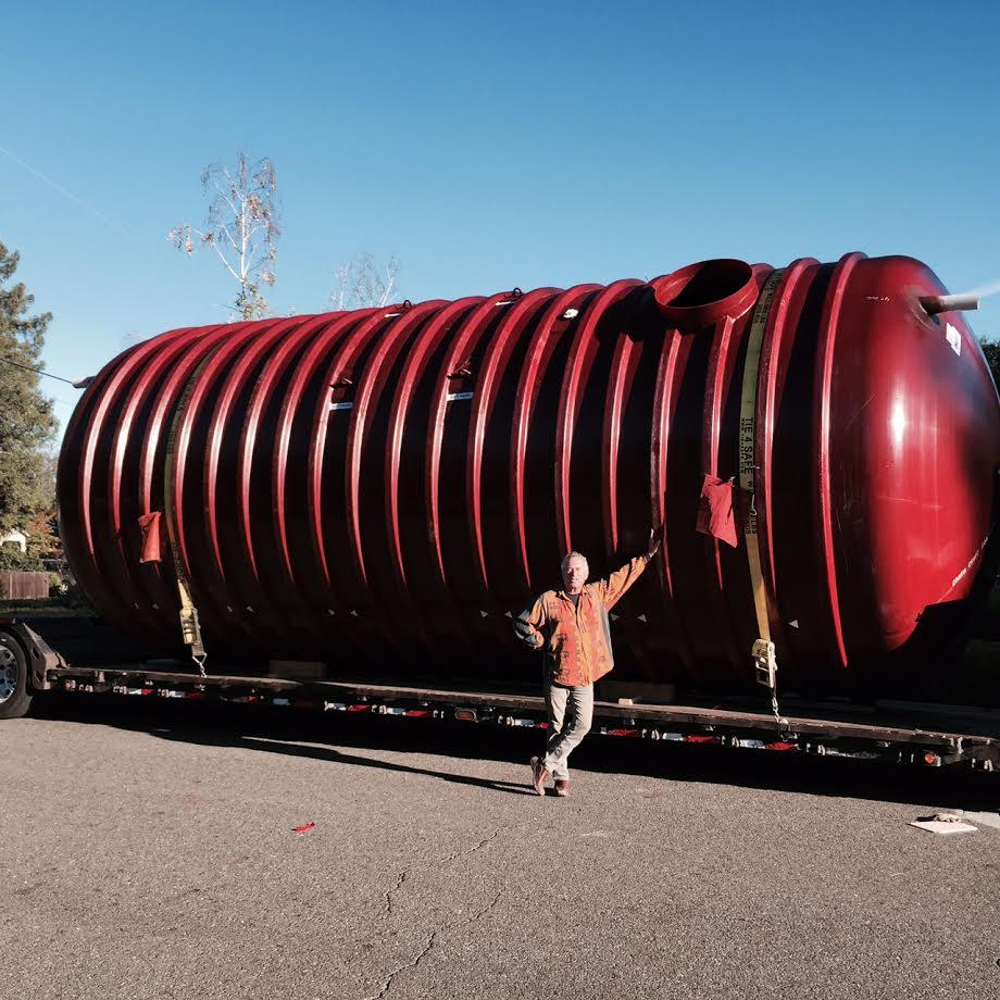 large-xerxes-fiberflass-rainwater-tank-delivery.jpg