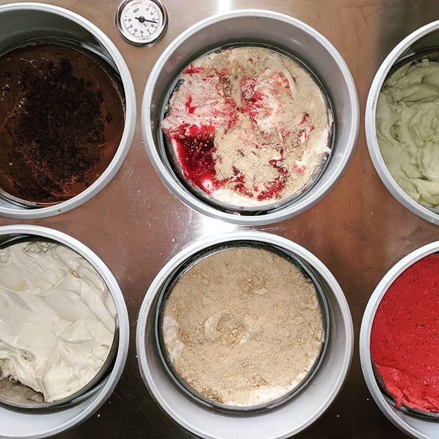 Today's line-up: Mud Cake, Lingonberry Pineapple Crumble, Cucumber Lemon Sorbet (v), Milk & Honey, Cardamom Peach Crumble, Strawberry Coconut (v). Come get some 🥳🤡💥🍦👑🍦#gelato #icecream #yum #omnomnom #goodtimes #stockholm #hornstull #fuckyeah 😻