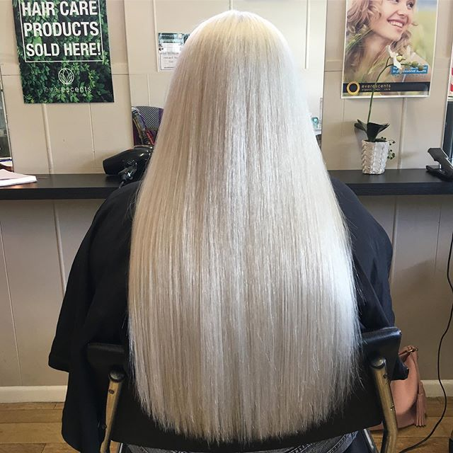 🌸💇🏼♀️FOIL SPECIAL 💇🏼♀️🌸 Full head foils, custom toner and a hydrating treatment with scalp massage  ONLY $199  Half head foils, customer toner and hydrating treatment with scalp massage  ONLY $155  PLUS receive 15% off any retail purchased at your appointment, including packs 🙋🏼♀️ Available from Tuesday 28th May- Wednesday 5th of June *Colour corrections not included, Long and extra long hair may incur extra charges.  #brisbanehairdresser #brisbaneblondespecialist #blondespecialist #nakhair #olaplex #olaplexau #platinumblonde #baldhills