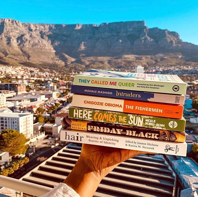 The views, the books! Picture PERFECT  Love it @pretty_x_bookish  #bookgalore #literature #tablemountain #reading #bookstagram #booklovers