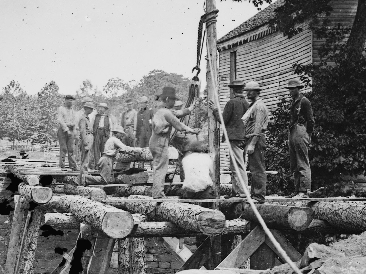August, 1862.  At Fauquier Sulphur Springs, Va., these troops building a bridge across the Rappahannock show almost an even split between pant colors. (LOC#: LC-B815-513)