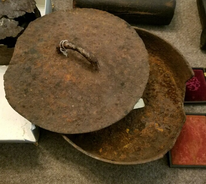 A skillet with Confederate provenance in a private collection exhibits a similar lid design, though lacking the Richmond markings. (9)