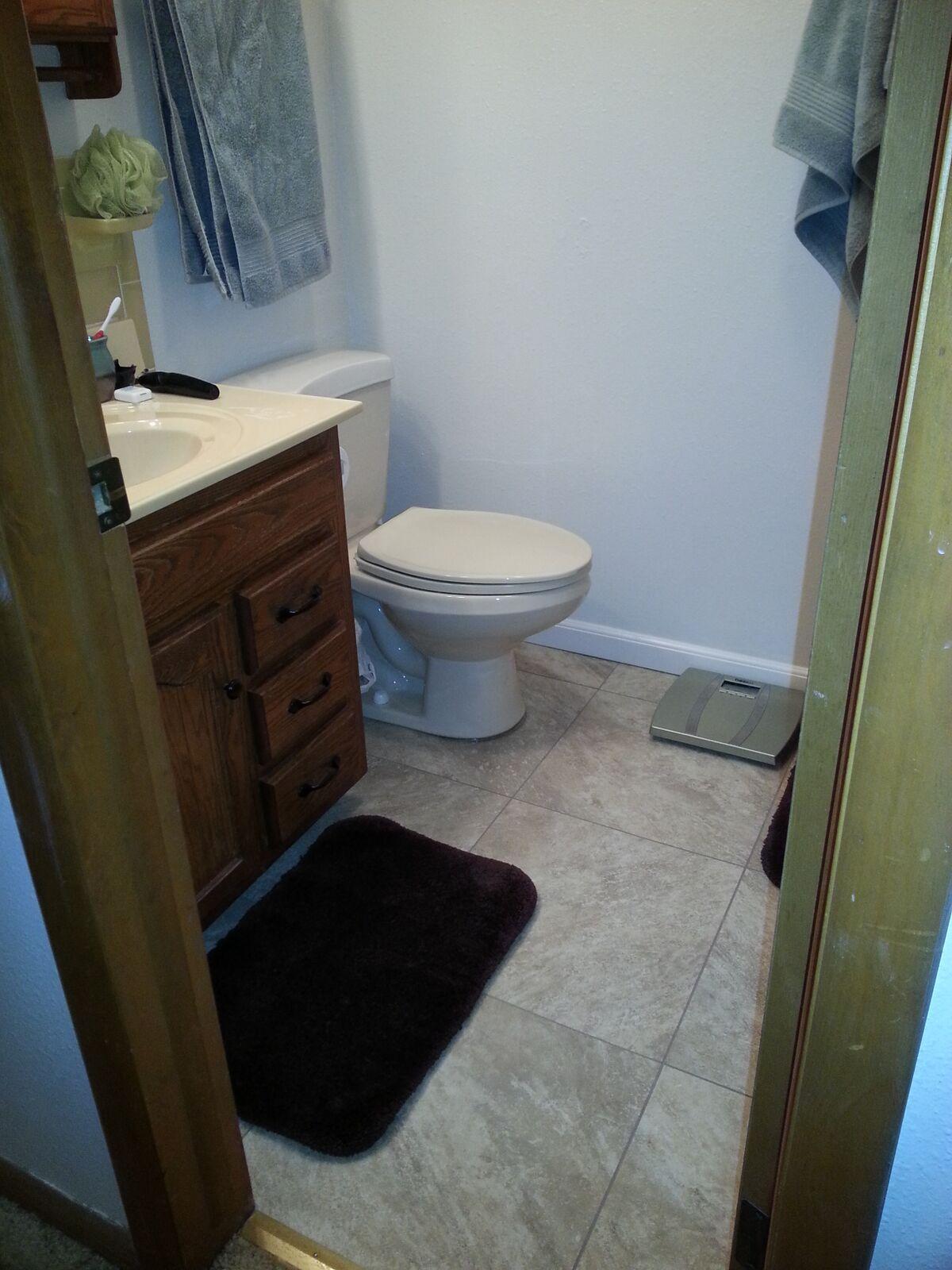 bathroom floor2.jpg