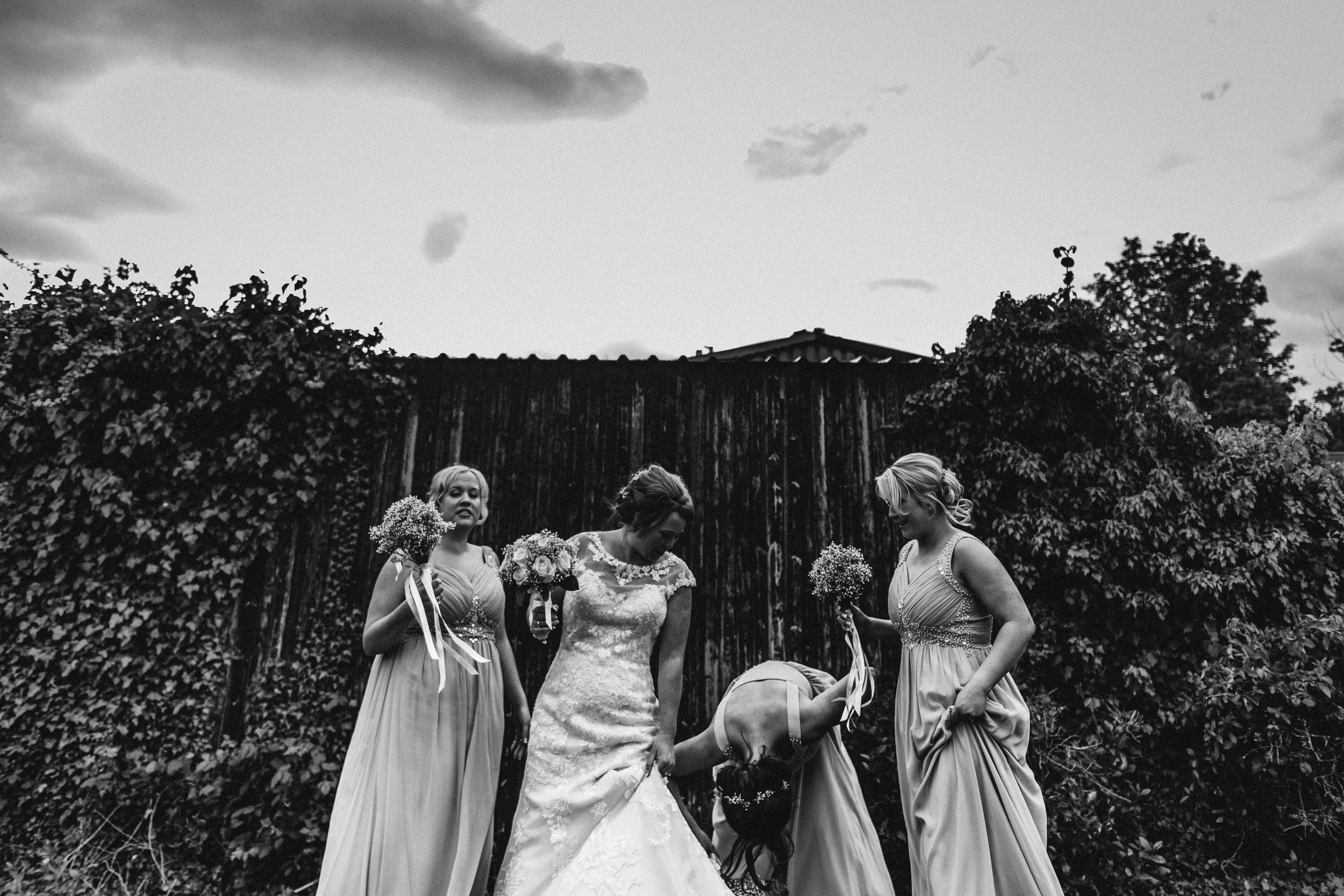 Bridesmaids before the photo