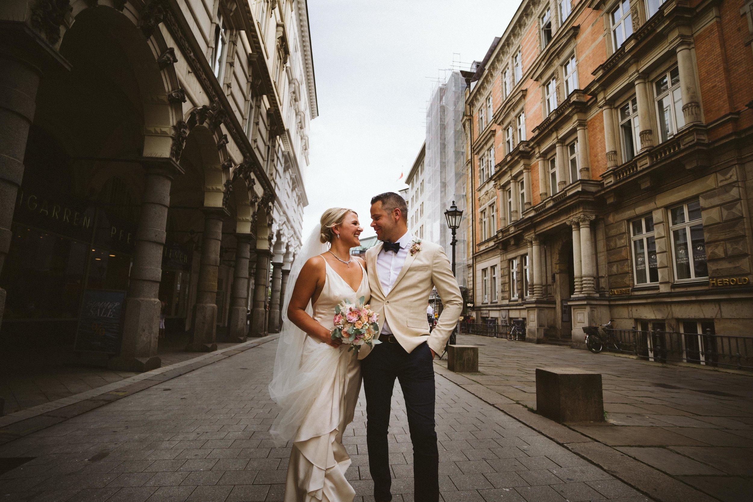 The bride and groom in Hamburg