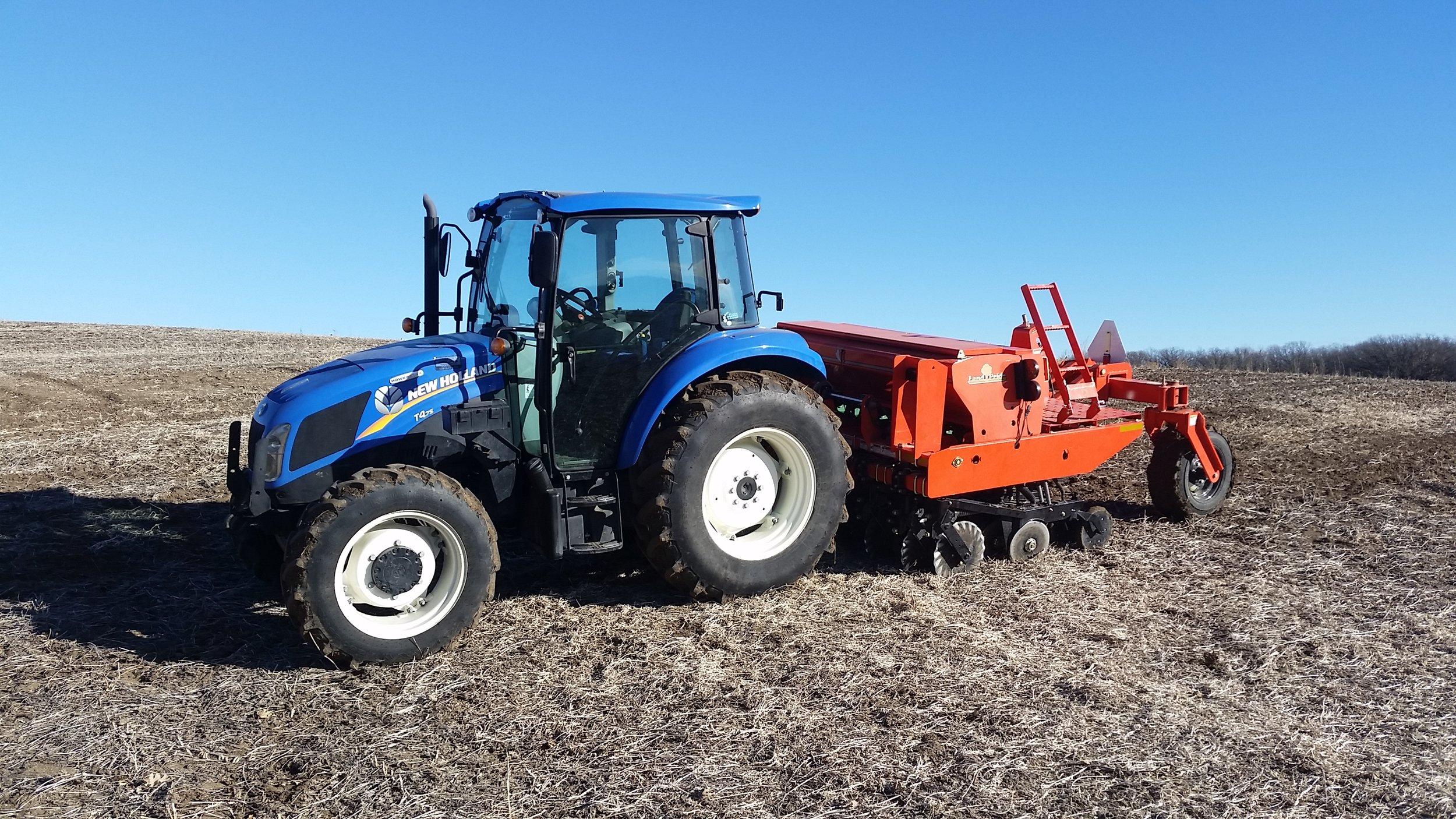New Holland tractor:seeder.jpg