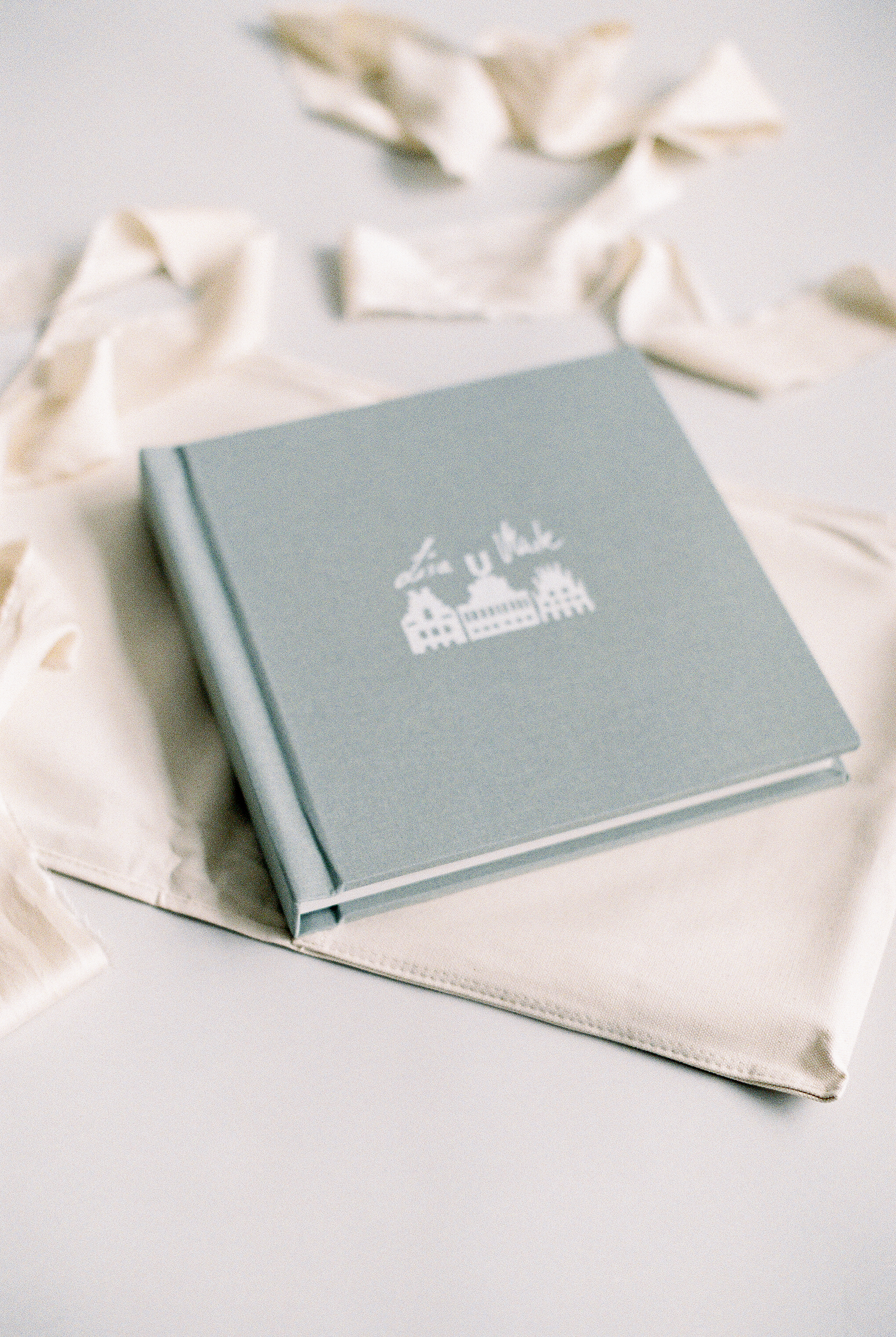 Other wishes? - Are you wishing for a bespoke wedding album? Please visit the lovely platform and choose your features! Just click the image!