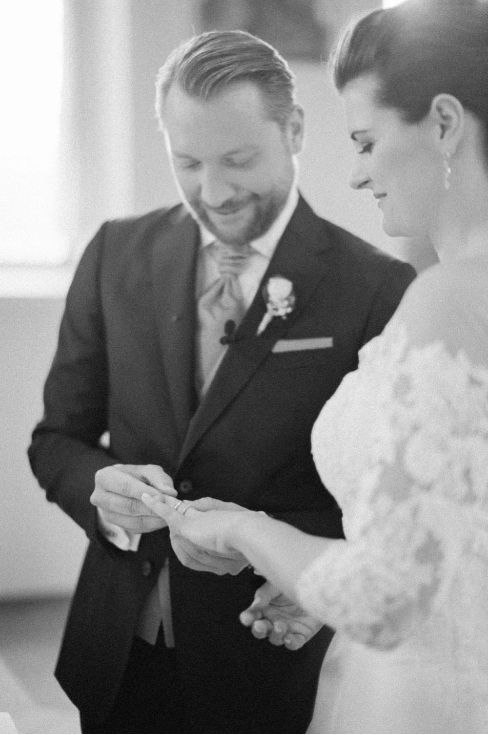 Hochzeitsfotograf_Voralberg_Bregenz_Bodensee©MadalinaSheldon__0025.jpg