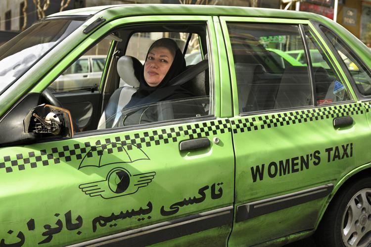 Women's Taxi, Randy Goodman, 2015. Photography. Images courtesy of Randy Goodman.