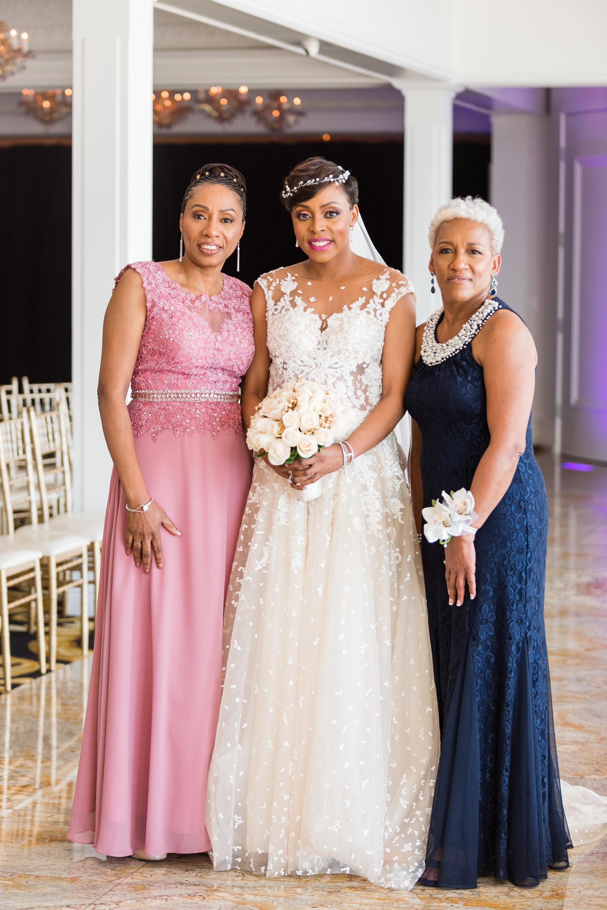 wedding bride and mothers.jpg