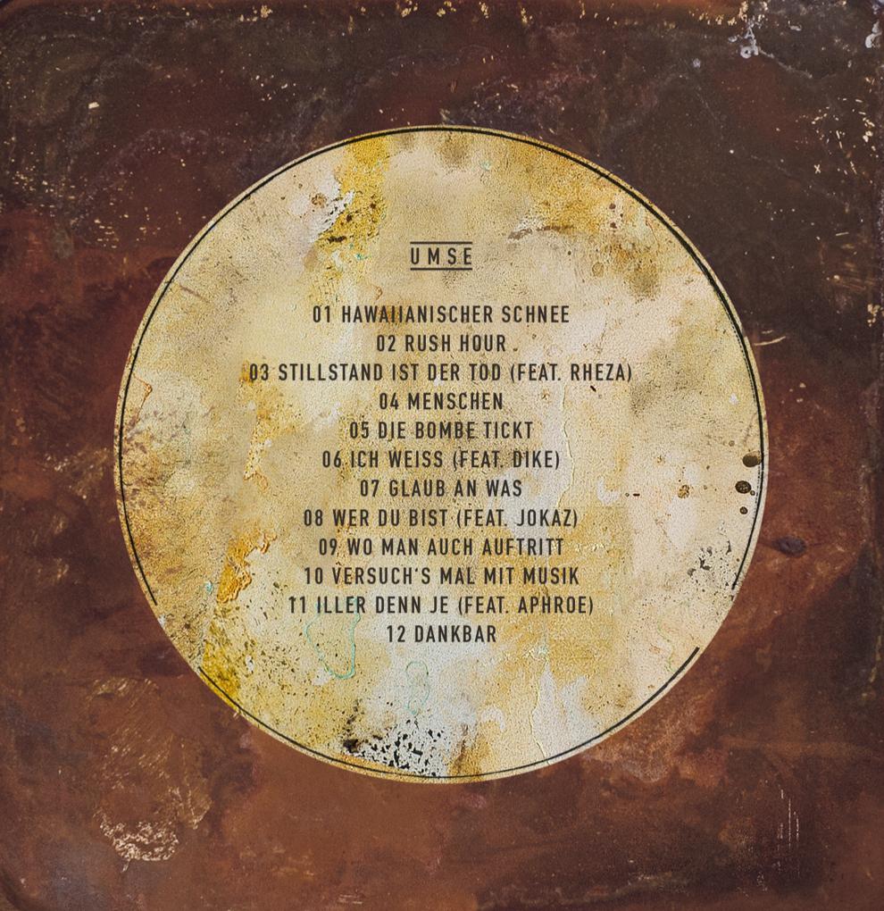 """Covergestaltung von den sons of ipanema für Umse´s Album """"Hawaiianischer Schnee"""" mit den Songs Rush Hour, Stillstand ist der Tod, Menschen, Die Bombe Tickt, Ich Weiss, Glaub an Was, Wer du bist, Wo man auch auftritt, Versuch´s mal mit Musik, Iller den Je, Dankbar."""