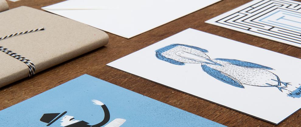 Blau, weiß, schwarzes Kartenset bestehend aus 5 illustrierten Karten von den sons of ipanema, einen Grafikbüro aus Köln.