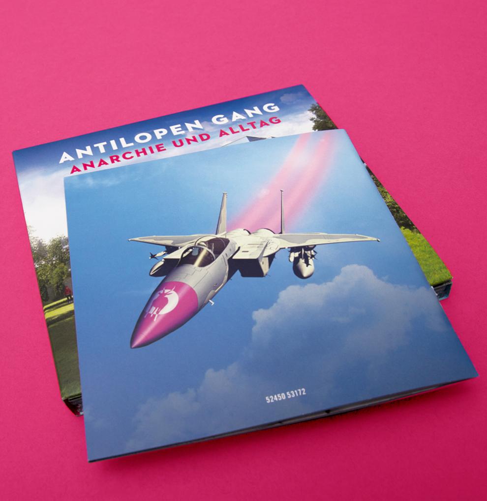 Doppel-CD und Booklet von dem Album Anarchie und Alltag von der Antilopen Gang gestaltet von den sons of ipanema aus Köln
