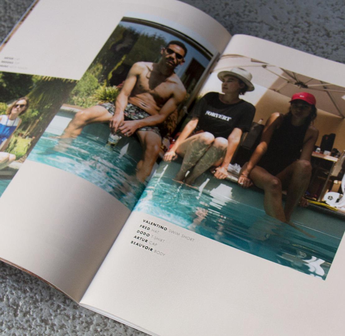 Models am Pool im neuen Summer 2018 Workbook von forvert