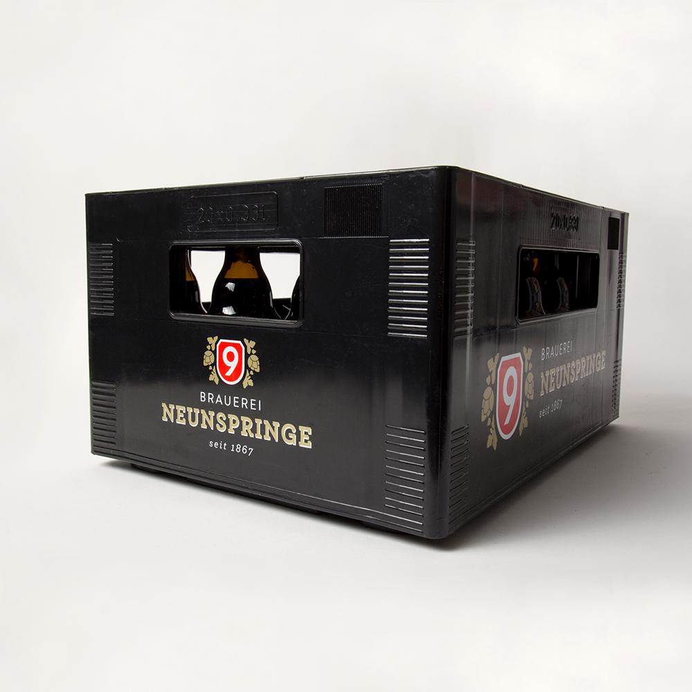 Damit die Flaschen sicher transportiert werden können, haben wir natürlich auch den passenden Bierkasten gestaltet.