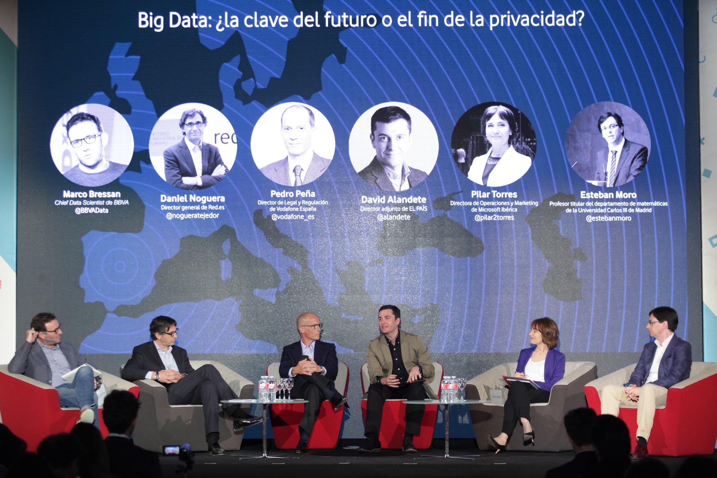 David Alandete moderating a big data and privacy debate in Madrid, 2016.