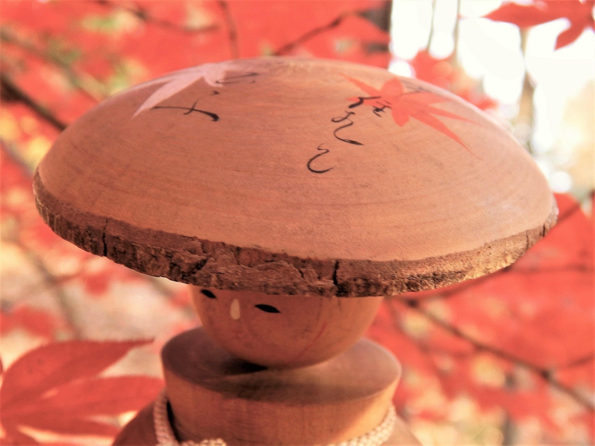 Maple leaves on kasa