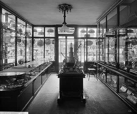 Widdowson & Veale shop, Strand