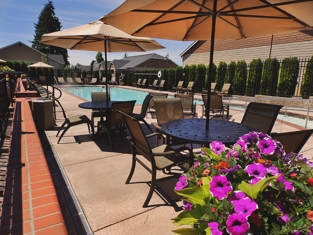 Vancouver-Washington-Mission-HIlls-luxury-apartments-pool-2.png