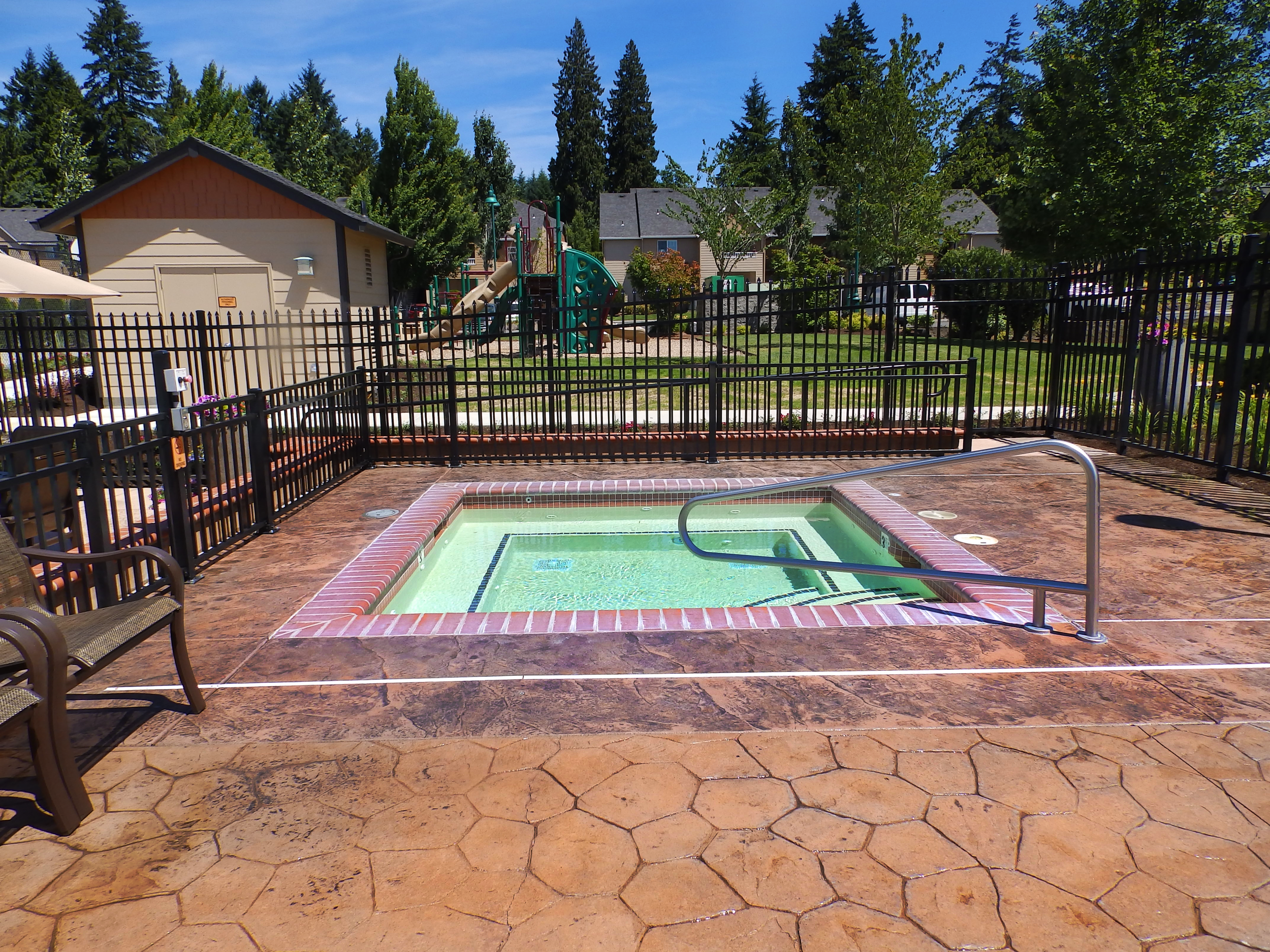 Vancouver-Washington-Mission-HIlls-luxury-apartments-pool-4.png