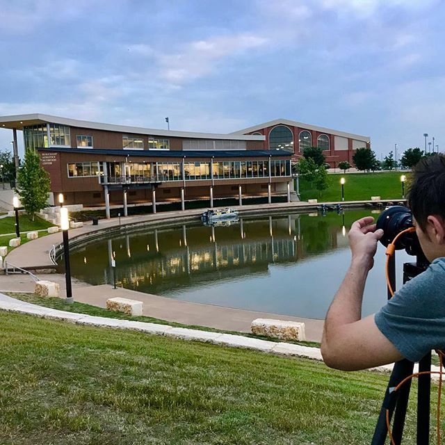 Assisting in some photo goodness with the always awesome @matthewniemannphotography this very early AM. @bayloruniversity #early #photoassistant #dayjob