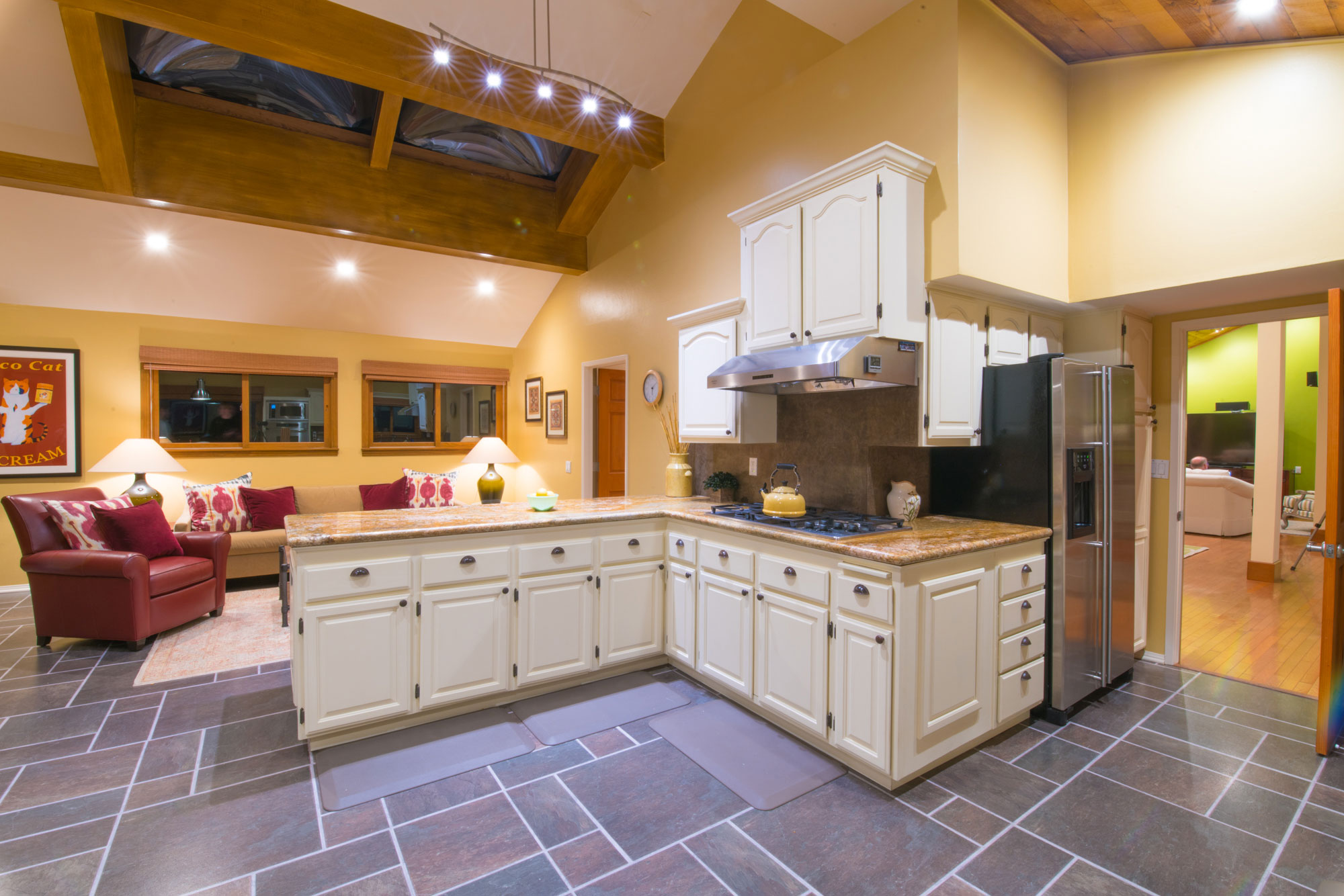 real-estate-phography-kitchen.jpg